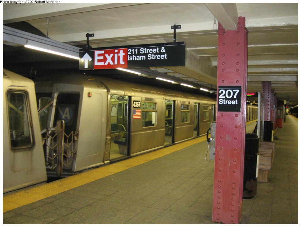 (224k, 1044x788)<br><b>Country:</b> United States<br><b>City:</b> New York<br><b>System:</b> New York City Transit<br><b>Line:</b> IND 8th Avenue Line<br><b>Location:</b> 207th Street <br><b>Route:</b> A<br><b>Car:</b> R-40 (St. Louis, 1968)  4367 <br><b>Photo by:</b> Robert Mencher<br><b>Date:</b> 4/18/2009<br><b>Viewed (this week/total):</b> 0 / 946