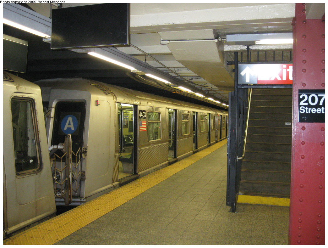 (237k, 1044x788)<br><b>Country:</b> United States<br><b>City:</b> New York<br><b>System:</b> New York City Transit<br><b>Line:</b> IND 8th Avenue Line<br><b>Location:</b> 207th Street <br><b>Route:</b> A<br><b>Car:</b> R-40 (St. Louis, 1968)  4403 <br><b>Photo by:</b> Robert Mencher<br><b>Date:</b> 4/18/2009<br><b>Viewed (this week/total):</b> 0 / 684