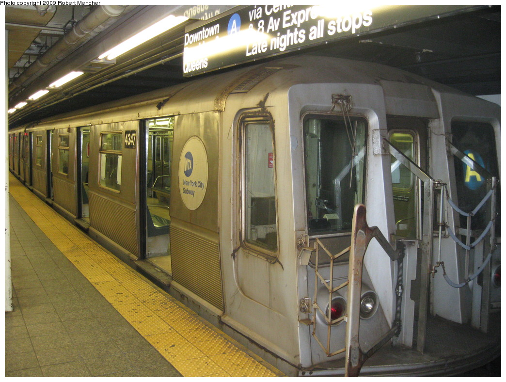 (247k, 1044x788)<br><b>Country:</b> United States<br><b>City:</b> New York<br><b>System:</b> New York City Transit<br><b>Line:</b> IND 8th Avenue Line<br><b>Location:</b> 207th Street <br><b>Route:</b> A<br><b>Car:</b> R-40 (St. Louis, 1968)  4347 <br><b>Photo by:</b> Robert Mencher<br><b>Date:</b> 4/18/2009<br><b>Viewed (this week/total):</b> 0 / 757