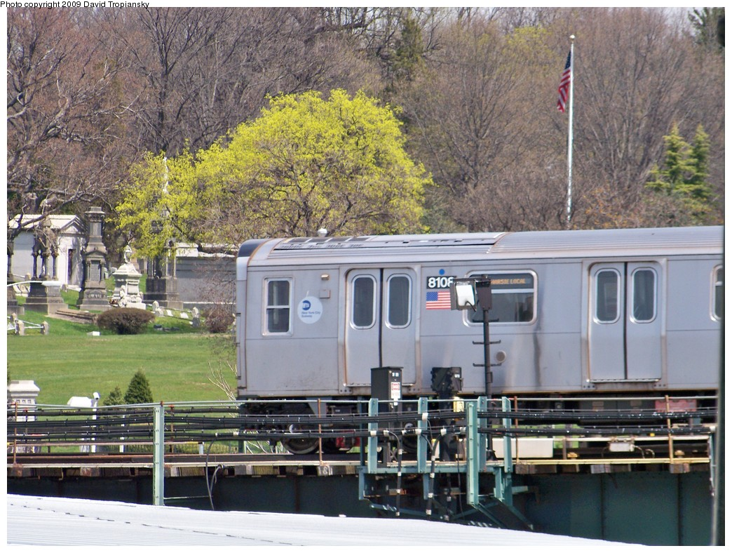 (291k, 1044x788)<br><b>Country:</b> United States<br><b>City:</b> New York<br><b>System:</b> New York City Transit<br><b>Line:</b> BMT Canarsie Line<br><b>Location:</b> Broadway Junction <br><b>Route:</b> L<br><b>Car:</b> R-143 (Kawasaki, 2001-2002) 8108 <br><b>Photo by:</b> David Tropiansky<br><b>Date:</b> 4/17/2009<br><b>Viewed (this week/total):</b> 0 / 1206