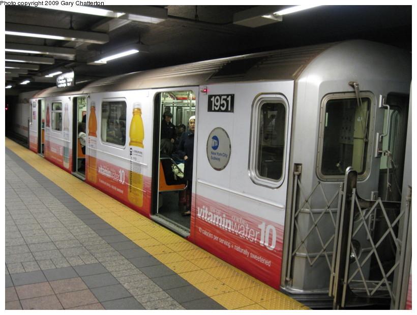 (135k, 820x620)<br><b>Country:</b> United States<br><b>City:</b> New York<br><b>System:</b> New York City Transit<br><b>Line:</b> IRT Times Square-Grand Central Shuttle<br><b>Location:</b> Grand Central <br><b>Route:</b> S<br><b>Car:</b> R-62A (Bombardier, 1984-1987)  1951 <br><b>Photo by:</b> Gary Chatterton<br><b>Date:</b> 4/15/2009<br><b>Viewed (this week/total):</b> 2 / 1626