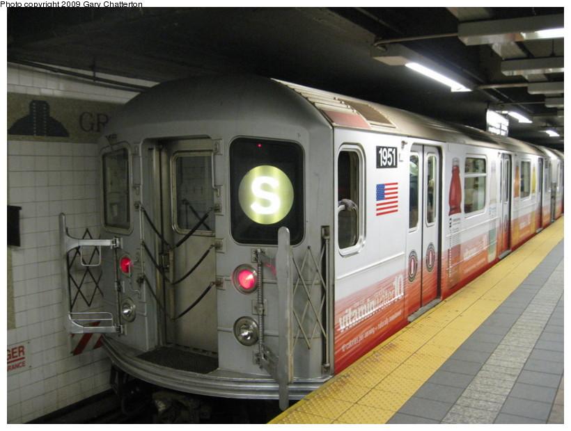 (130k, 820x620)<br><b>Country:</b> United States<br><b>City:</b> New York<br><b>System:</b> New York City Transit<br><b>Line:</b> IRT Times Square-Grand Central Shuttle<br><b>Location:</b> Grand Central <br><b>Route:</b> S<br><b>Car:</b> R-62A (Bombardier, 1984-1987)  1951 <br><b>Photo by:</b> Gary Chatterton<br><b>Date:</b> 4/15/2009<br><b>Viewed (this week/total):</b> 0 / 1077