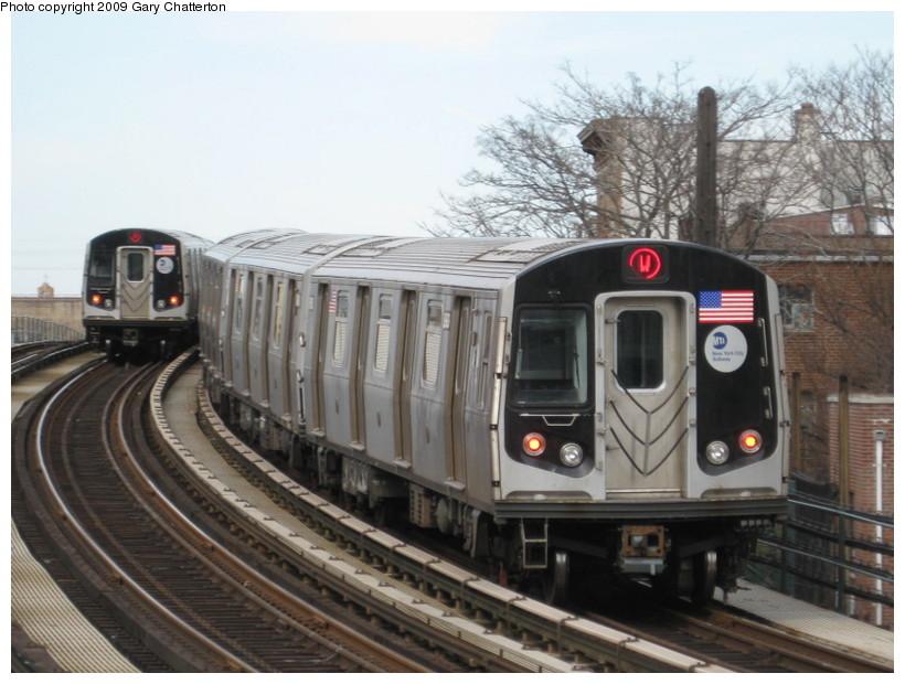(131k, 820x620)<br><b>Country:</b> United States<br><b>City:</b> New York<br><b>System:</b> New York City Transit<br><b>Line:</b> BMT Astoria Line<br><b>Location:</b> 30th/Grand Aves. <br><b>Route:</b> W<br><b>Car:</b> R-160B (Option 1) (Kawasaki, 2008-2009)  8983 <br><b>Photo by:</b> Gary Chatterton<br><b>Date:</b> 4/15/2009<br><b>Viewed (this week/total):</b> 0 / 1479