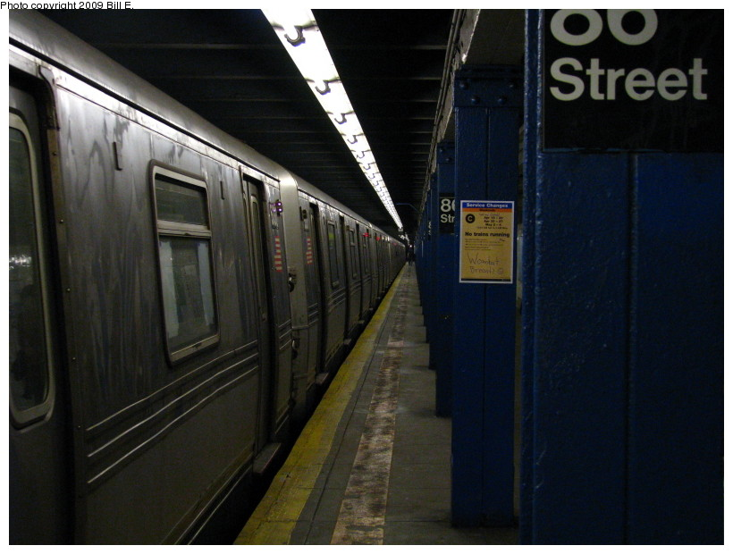 (120k, 820x620)<br><b>Country:</b> United States<br><b>City:</b> New York<br><b>System:</b> New York City Transit<br><b>Line:</b> IND 8th Avenue Line<br><b>Location:</b> 86th Street <br><b>Route:</b> A<br><b>Car:</b> R-44 (St. Louis, 1971-73) 5330 <br><b>Photo by:</b> Bill E.<br><b>Date:</b> 4/18/2009<br><b>Viewed (this week/total):</b> 0 / 1760