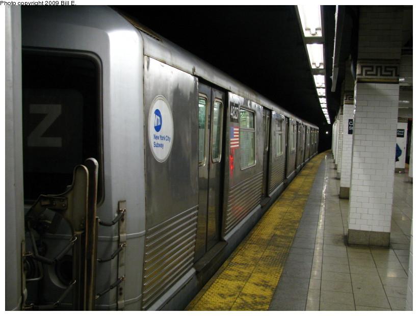 (121k, 820x620)<br><b>Country:</b> United States<br><b>City:</b> New York<br><b>System:</b> New York City Transit<br><b>Line:</b> BMT Nassau Street/Jamaica Line<br><b>Location:</b> Canal Street <br><b>Route:</b> J<br><b>Car:</b> R-42 (St. Louis, 1969-1970)  4827 <br><b>Photo by:</b> Bill E.<br><b>Date:</b> 4/18/2009<br><b>Viewed (this week/total):</b> 3 / 1415