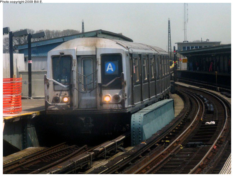 (176k, 820x620)<br><b>Country:</b> United States<br><b>City:</b> New York<br><b>System:</b> New York City Transit<br><b>Line:</b> IND Fulton Street Line<br><b>Location:</b> Rockaway Boulevard <br><b>Route:</b> A<br><b>Car:</b> R-40 (St. Louis, 1968)   <br><b>Photo by:</b> Bill E.<br><b>Date:</b> 4/17/2009<br><b>Viewed (this week/total):</b> 0 / 1263