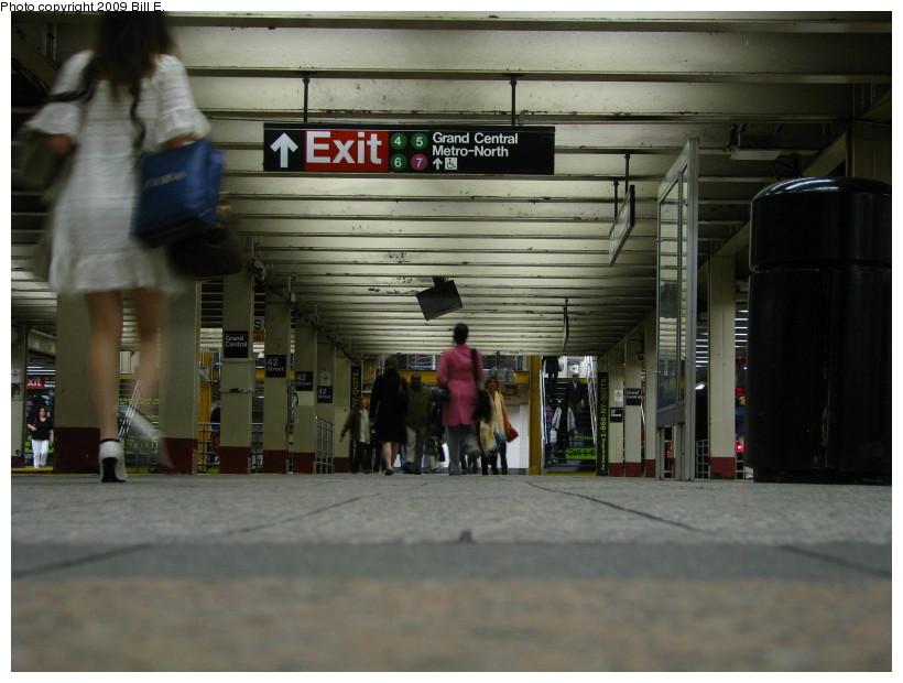 (119k, 820x620)<br><b>Country:</b> United States<br><b>City:</b> New York<br><b>System:</b> New York City Transit<br><b>Line:</b> IRT Times Square-Grand Central Shuttle<br><b>Location:</b> Grand Central <br><b>Photo by:</b> Bill E.<br><b>Date:</b> 4/17/2009<br><b>Viewed (this week/total):</b> 1 / 1423