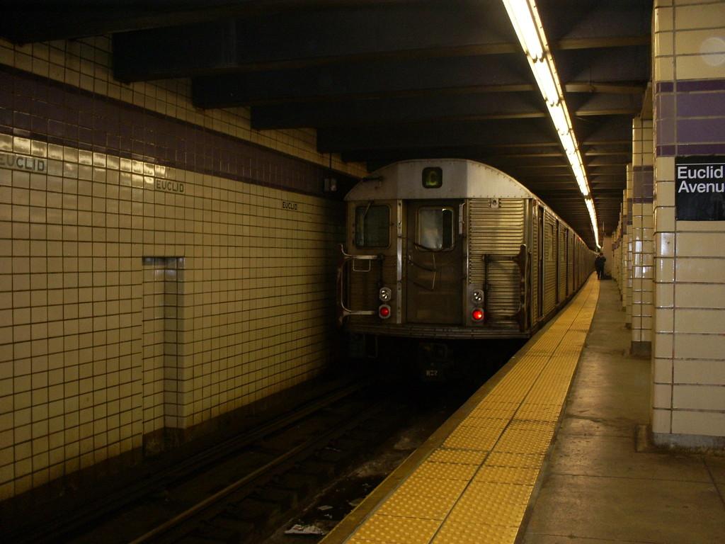 (232k, 1024x768)<br><b>Country:</b> United States<br><b>City:</b> New York<br><b>System:</b> New York City Transit<br><b>Line:</b> IND Fulton Street Line<br><b>Location:</b> Euclid Avenue <br><b>Route:</b> C<br><b>Car:</b> R-32 (Budd, 1964)  3439 <br><b>Photo by:</b> Christopher Henderson<br><b>Date:</b> 4/20/2009<br><b>Viewed (this week/total):</b> 0 / 1142