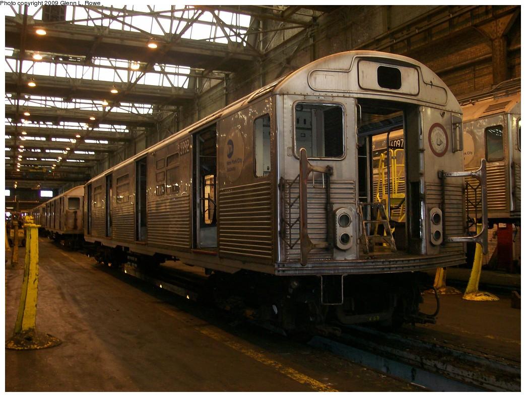 (232k, 1044x788)<br><b>Country:</b> United States<br><b>City:</b> New York<br><b>System:</b> New York City Transit<br><b>Location:</b> 207th Street Shop<br><b>Car:</b> R-38 (St. Louis, 1966-1967)  3992 <br><b>Photo by:</b> Glenn L. Rowe<br><b>Date:</b> 4/21/2009<br><b>Viewed (this week/total):</b> 0 / 786