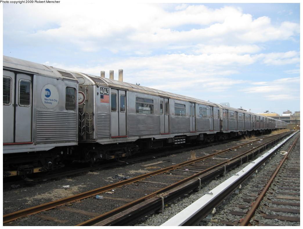 (206k, 1044x788)<br><b>Country:</b> United States<br><b>City:</b> New York<br><b>System:</b> New York City Transit<br><b>Location:</b> 207th Street Yard<br><b>Car:</b> R-38 (St. Louis, 1966-1967)  4043 <br><b>Photo by:</b> Robert Mencher<br><b>Date:</b> 4/18/2009<br><b>Viewed (this week/total):</b> 0 / 582