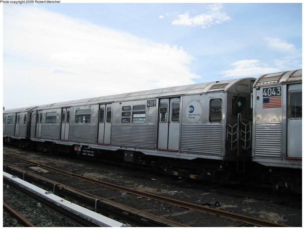 (177k, 1044x788)<br><b>Country:</b> United States<br><b>City:</b> New York<br><b>System:</b> New York City Transit<br><b>Location:</b> 207th Street Yard<br><b>Car:</b> R-38 (St. Louis, 1966-1967)  4019 <br><b>Photo by:</b> Robert Mencher<br><b>Date:</b> 4/18/2009<br><b>Viewed (this week/total):</b> 0 / 739