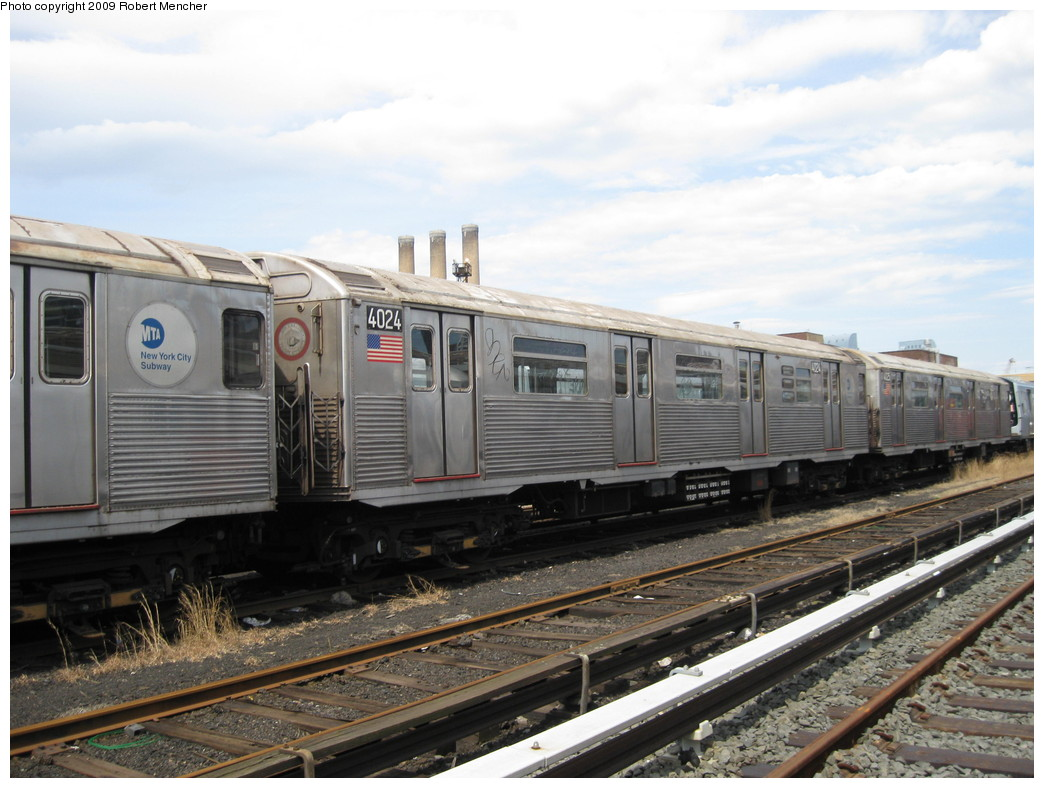 (208k, 1044x788)<br><b>Country:</b> United States<br><b>City:</b> New York<br><b>System:</b> New York City Transit<br><b>Location:</b> 207th Street Yard<br><b>Car:</b> R-38 (St. Louis, 1966-1967)  4024 <br><b>Photo by:</b> Robert Mencher<br><b>Date:</b> 4/18/2009<br><b>Viewed (this week/total):</b> 1 / 810