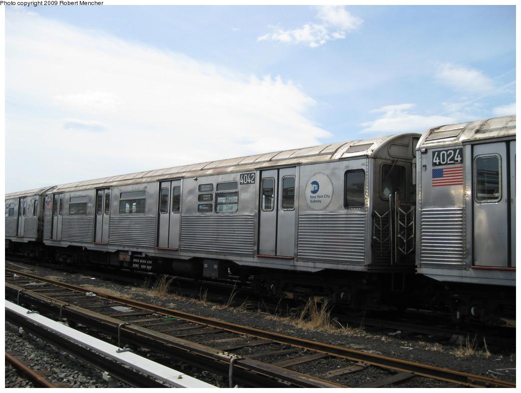 (190k, 1044x788)<br><b>Country:</b> United States<br><b>City:</b> New York<br><b>System:</b> New York City Transit<br><b>Location:</b> 207th Street Yard<br><b>Car:</b> R-38 (St. Louis, 1966-1967)  4042 <br><b>Photo by:</b> Robert Mencher<br><b>Date:</b> 4/18/2009<br><b>Viewed (this week/total):</b> 4 / 701