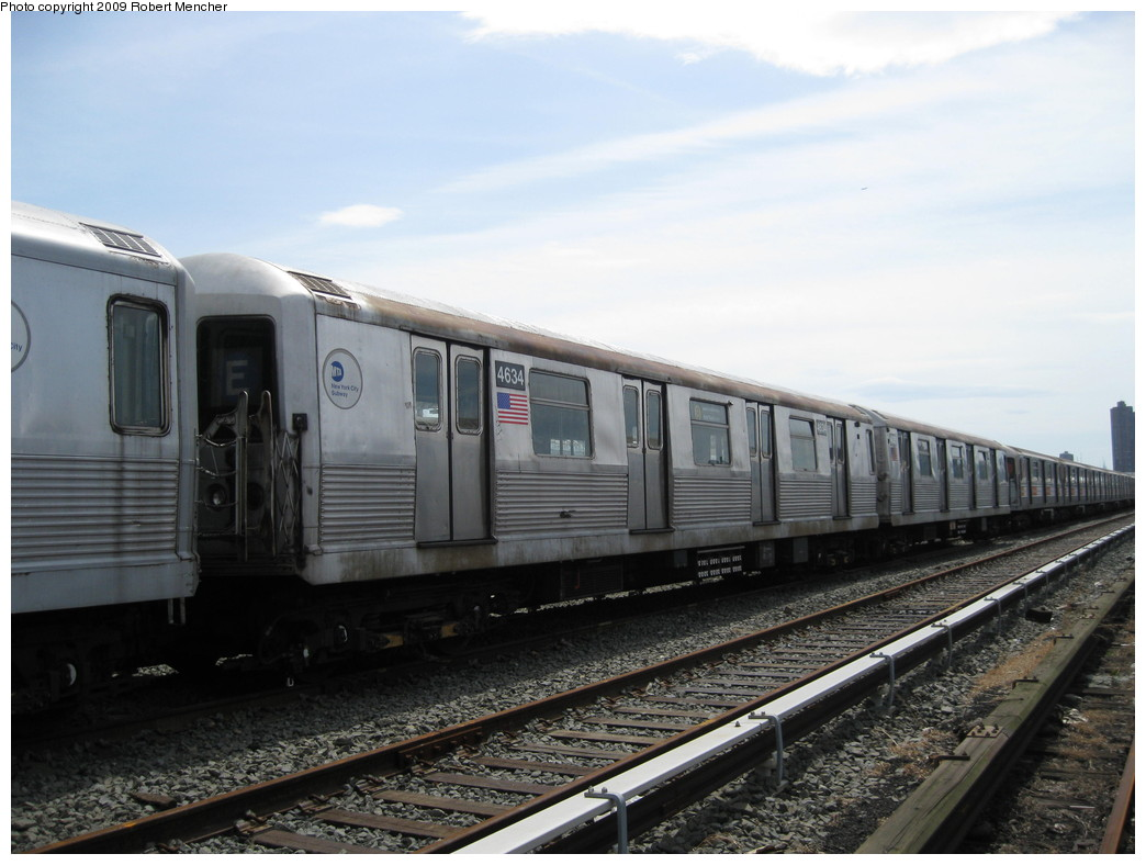 (187k, 1044x788)<br><b>Country:</b> United States<br><b>City:</b> New York<br><b>System:</b> New York City Transit<br><b>Location:</b> 207th Street Yard<br><b>Car:</b> R-42 (St. Louis, 1969-1970)  4634 <br><b>Photo by:</b> Robert Mencher<br><b>Date:</b> 4/18/2009<br><b>Viewed (this week/total):</b> 0 / 720