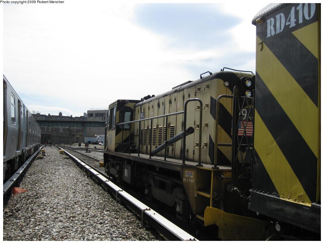 (201k, 1044x788)<br><b>Country:</b> United States<br><b>City:</b> New York<br><b>System:</b> New York City Transit<br><b>Location:</b> 207th Street Yard<br><b>Car:</b> R-77 Locomotive  894 <br><b>Photo by:</b> Robert Mencher<br><b>Date:</b> 4/18/2009<br><b>Viewed (this week/total):</b> 0 / 534