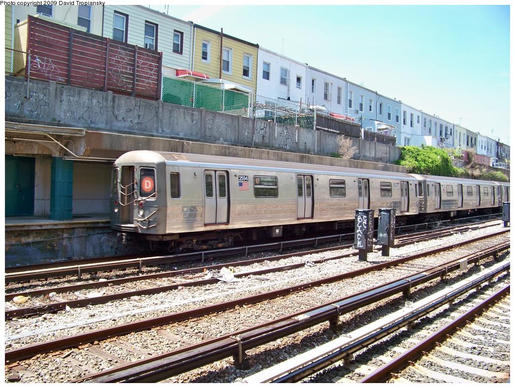 (343k, 1044x788)<br><b>Country:</b> United States<br><b>City:</b> New York<br><b>System:</b> New York City Transit<br><b>Line:</b> BMT Sea Beach Line<br><b>Location:</b> 20th Avenue <br><b>Route:</b> D reroute<br><b>Car:</b> R-68 (Westinghouse-Amrail, 1986-1988)  2584 <br><b>Photo by:</b> David Tropiansky<br><b>Date:</b> 4/26/2009<br><b>Viewed (this week/total):</b> 1 / 1471