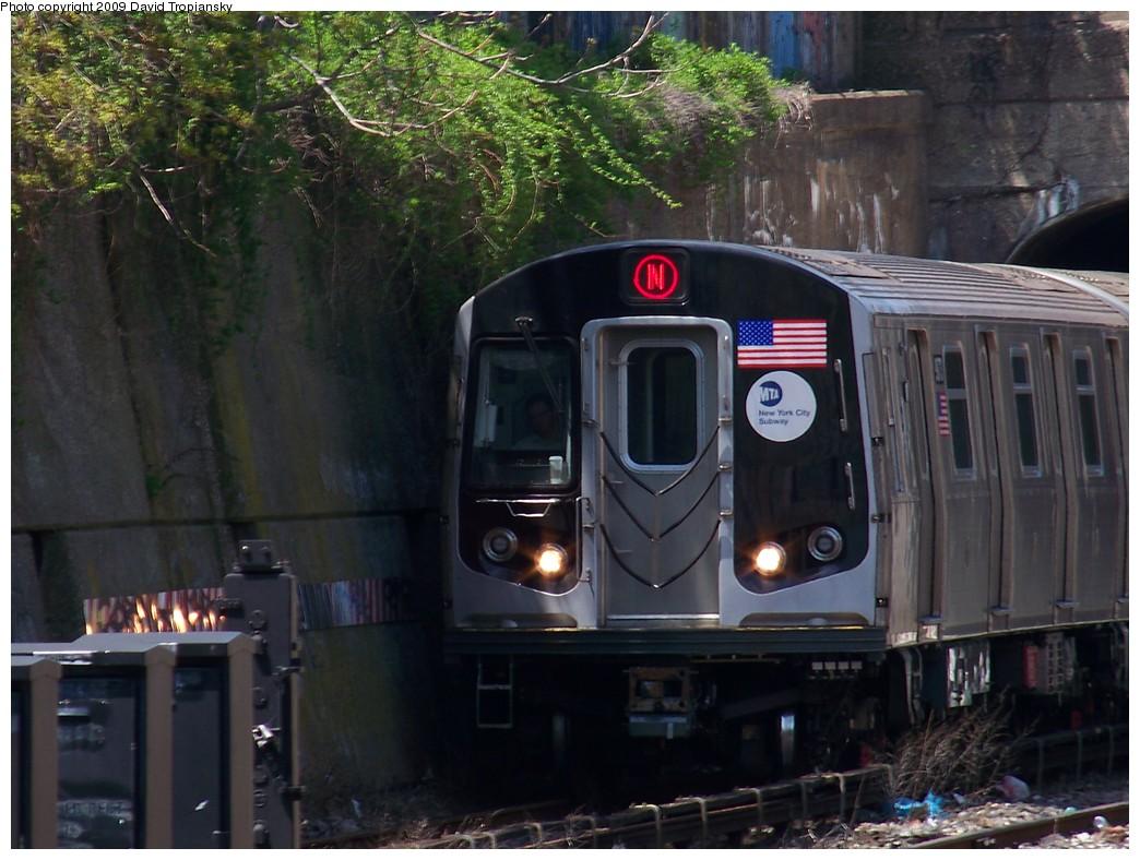 (225k, 1044x788)<br><b>Country:</b> United States<br><b>City:</b> New York<br><b>System:</b> New York City Transit<br><b>Line:</b> BMT Sea Beach Line<br><b>Location:</b> 20th Avenue <br><b>Route:</b> N<br><b>Car:</b> R-160B (Option 1) (Kawasaki, 2008-2009)  9077 <br><b>Photo by:</b> David Tropiansky<br><b>Date:</b> 4/26/2009<br><b>Viewed (this week/total):</b> 0 / 1357