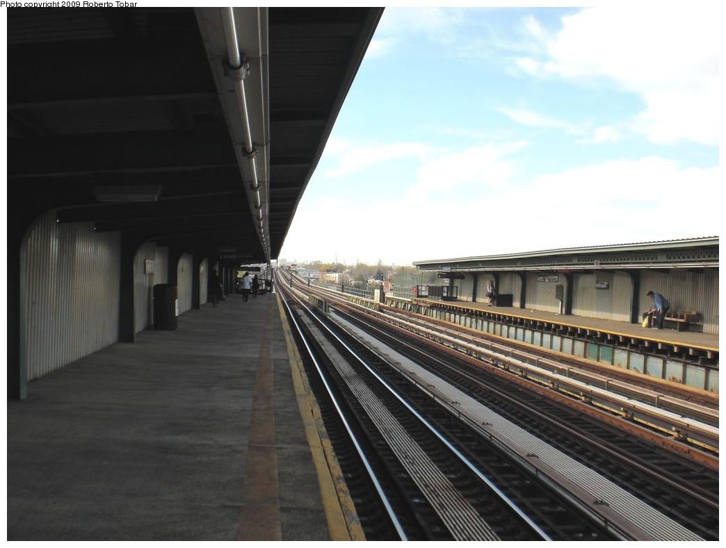 (192k, 1044x788)<br><b>Country:</b> United States<br><b>City:</b> New York<br><b>System:</b> New York City Transit<br><b>Line:</b> BMT Culver Line<br><b>Location:</b> Avenue N <br><b>Photo by:</b> Roberto C. Tobar<br><b>Date:</b> 4/25/2009<br><b>Viewed (this week/total):</b> 0 / 942