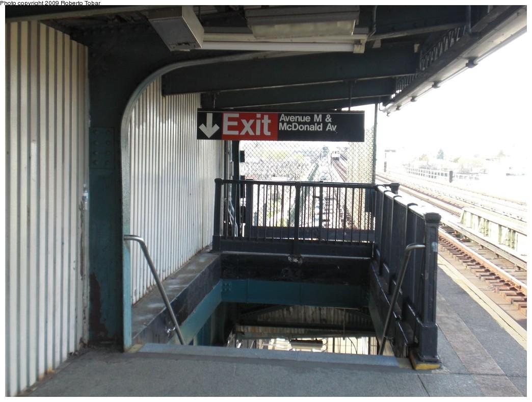 (220k, 1044x788)<br><b>Country:</b> United States<br><b>City:</b> New York<br><b>System:</b> New York City Transit<br><b>Line:</b> BMT Culver Line<br><b>Location:</b> Avenue N <br><b>Photo by:</b> Roberto C. Tobar<br><b>Date:</b> 4/25/2009<br><b>Viewed (this week/total):</b> 5 / 1061