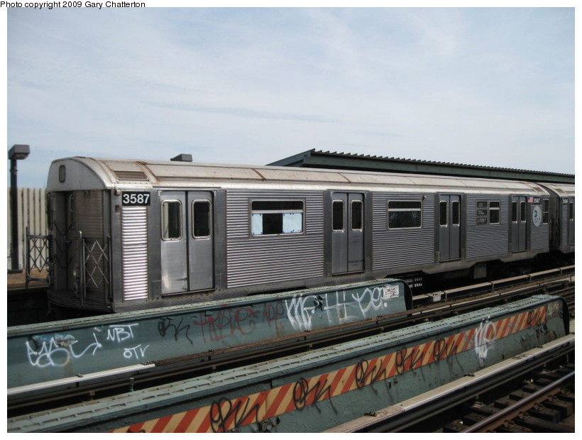 (120k, 820x620)<br><b>Country:</b> United States<br><b>City:</b> New York<br><b>System:</b> New York City Transit<br><b>Line:</b> IND Fulton Street Line<br><b>Location:</b> 80th Street/Hudson Street <br><b>Route:</b> A<br><b>Car:</b> R-32 (Budd, 1964)  3587 <br><b>Photo by:</b> Gary Chatterton<br><b>Date:</b> 4/29/2009<br><b>Viewed (this week/total):</b> 5 / 1124