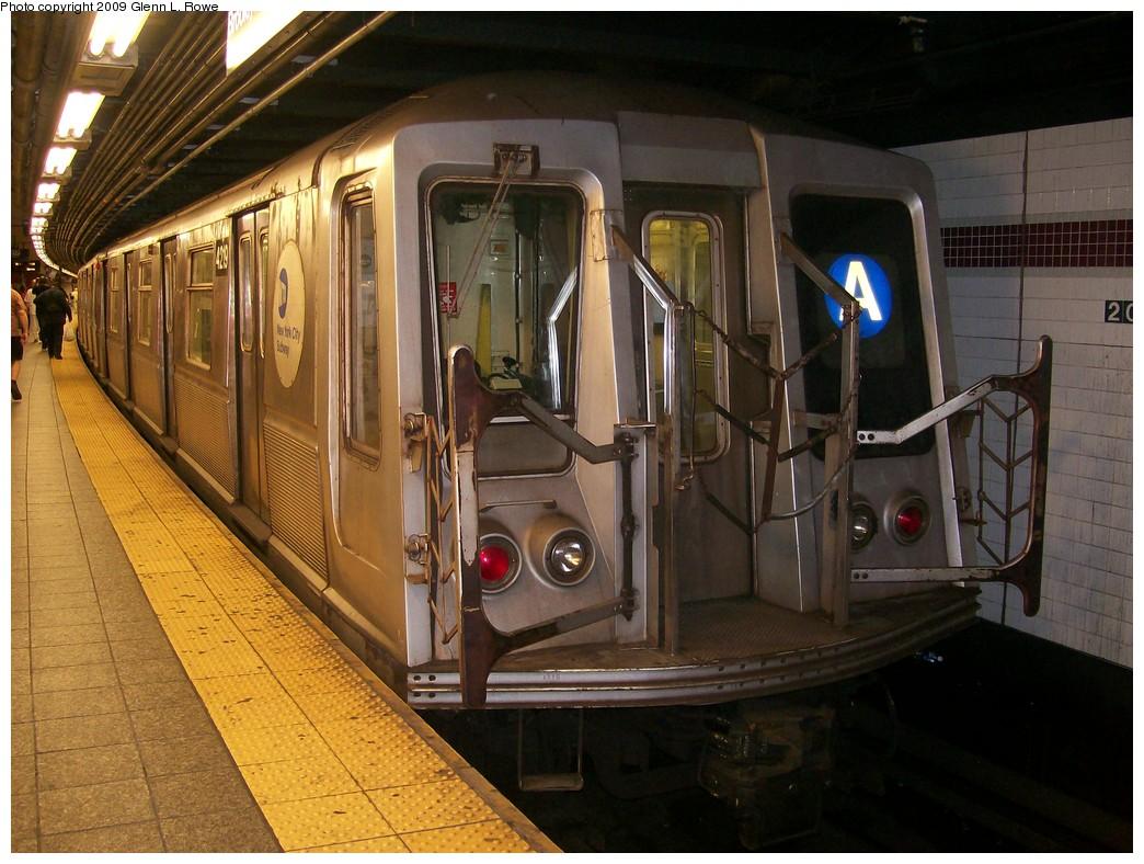 (227k, 1044x788)<br><b>Country:</b> United States<br><b>City:</b> New York<br><b>System:</b> New York City Transit<br><b>Line:</b> IND 8th Avenue Line<br><b>Location:</b> 207th Street <br><b>Route:</b> A<br><b>Car:</b> R-40 (St. Louis, 1968)  4219 <br><b>Photo by:</b> Glenn L. Rowe<br><b>Date:</b> 4/28/2009<br><b>Viewed (this week/total):</b> 1 / 901