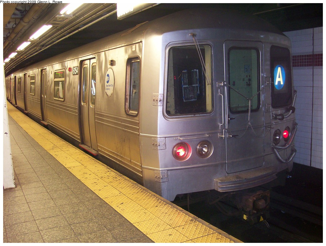 (225k, 1044x788)<br><b>Country:</b> United States<br><b>City:</b> New York<br><b>System:</b> New York City Transit<br><b>Line:</b> IND 8th Avenue Line<br><b>Location:</b> 207th Street <br><b>Route:</b> A<br><b>Car:</b> R-46 (Pullman-Standard, 1974-75) 6154 <br><b>Photo by:</b> Glenn L. Rowe<br><b>Date:</b> 4/28/2009<br><b>Viewed (this week/total):</b> 2 / 1013
