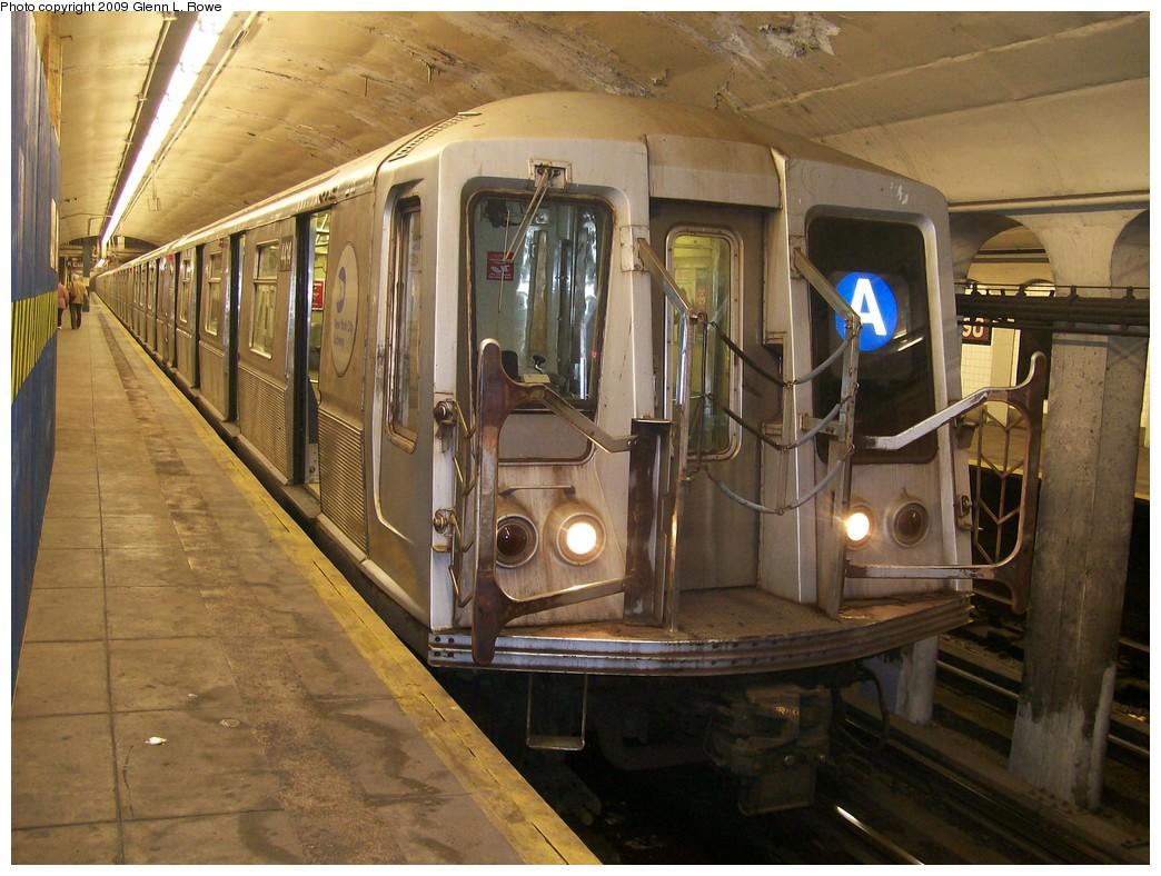(226k, 1044x788)<br><b>Country:</b> United States<br><b>City:</b> New York<br><b>System:</b> New York City Transit<br><b>Line:</b> IND 8th Avenue Line<br><b>Location:</b> 190th Street/Overlook Terrace <br><b>Route:</b> A<br><b>Car:</b> R-40 (St. Louis, 1968)  4432 <br><b>Photo by:</b> Glenn L. Rowe<br><b>Date:</b> 5/1/2009<br><b>Viewed (this week/total):</b> 2 / 1704