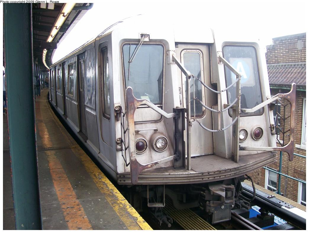 (224k, 1044x788)<br><b>Country:</b> United States<br><b>City:</b> New York<br><b>System:</b> New York City Transit<br><b>Line:</b> IND Fulton Street Line<br><b>Location:</b> Lefferts Boulevard <br><b>Route:</b> A<br><b>Car:</b> R-40 (St. Louis, 1968)  4342 <br><b>Photo by:</b> Glenn L. Rowe<br><b>Date:</b> 5/7/2009<br><b>Viewed (this week/total):</b> 0 / 727