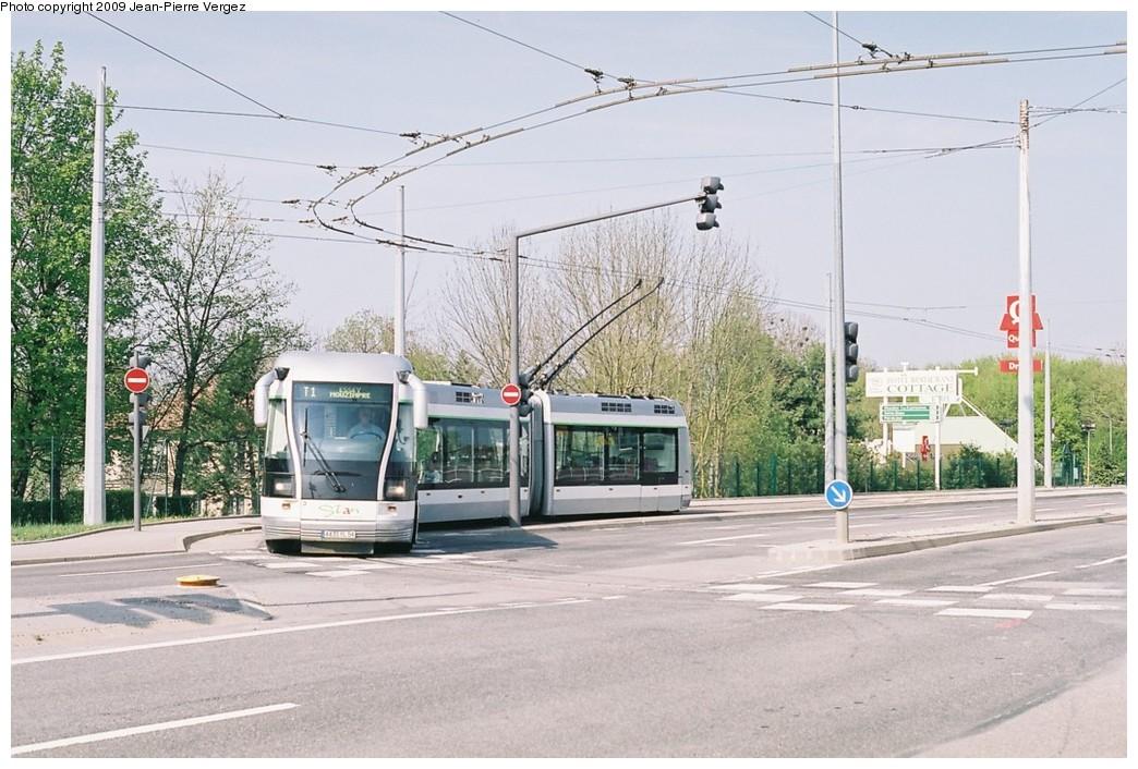 (207k, 1044x706)<br><b>Country:</b> France<br><b>City:</b> Nancy<br><b>System:</b> Société de Transports de l'Agglomération Nancienne<br><b>Location:</b> CHU Brabois, Vandoeuvre les Nancy <br><b>Route:</b> T1<br><b>Car:</b> Bombardier TVR (2000) 3 <br><b>Photo by:</b> Jean-Pierre Vergez<br><b>Date:</b> 4/15/2009<br><b>Viewed (this week/total):</b> 3 / 1114