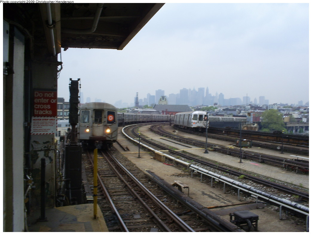 (214k, 1044x788)<br><b>Country:</b> United States<br><b>City:</b> New York<br><b>System:</b> New York City Transit<br><b>Line:</b> IND Crosstown Line<br><b>Location:</b> Smith/9th Street <br><b>Route:</b> D reroute<br><b>Car:</b> R-68 (Westinghouse-Amrail, 1986-1988)   <br><b>Photo by:</b> Christopher Henderson<br><b>Date:</b> 5/1/2009<br><b>Viewed (this week/total):</b> 1 / 2303