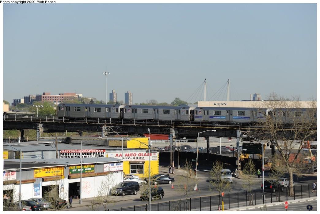 (167k, 1044x701)<br><b>Country:</b> United States<br><b>City:</b> New York<br><b>System:</b> New York City Transit<br><b>Line:</b> IRT Flushing Line<br><b>Location:</b> Willets Point/Mets (fmr. Shea Stadium) <br><b>Route:</b> 7<br><b>Car:</b> R-62A (Bombardier, 1984-1987)   <br><b>Photo by:</b> Richard Panse<br><b>Date:</b> 4/27/2009<br><b>Notes:</b> View from the new Citi Field.<br><b>Viewed (this week/total):</b> 0 / 1468