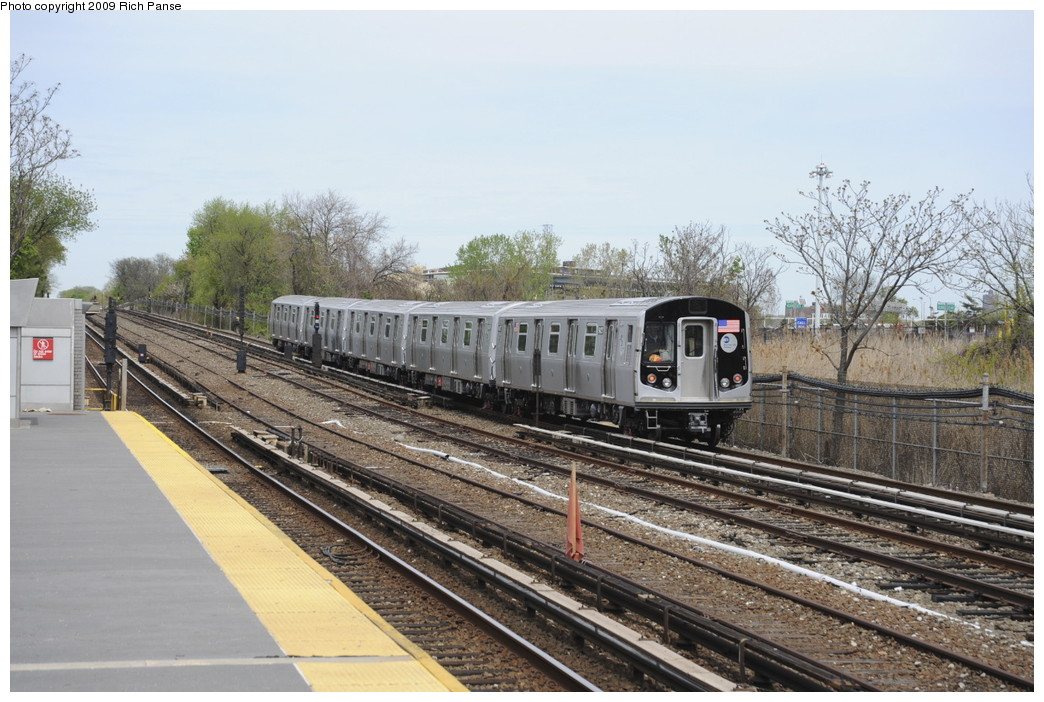 (215k, 1044x702)<br><b>Country:</b> United States<br><b>City:</b> New York<br><b>System:</b> New York City Transit<br><b>Line:</b> IND Rockaway<br><b>Location:</b> Howard Beach <br><b>Route:</b> Testing<br><b>Car:</b> R-160B (Kawasaki, 2005-2008)  9427 <br><b>Photo by:</b> Richard Panse<br><b>Date:</b> 4/29/2009<br><b>Viewed (this week/total):</b> 1 / 2357