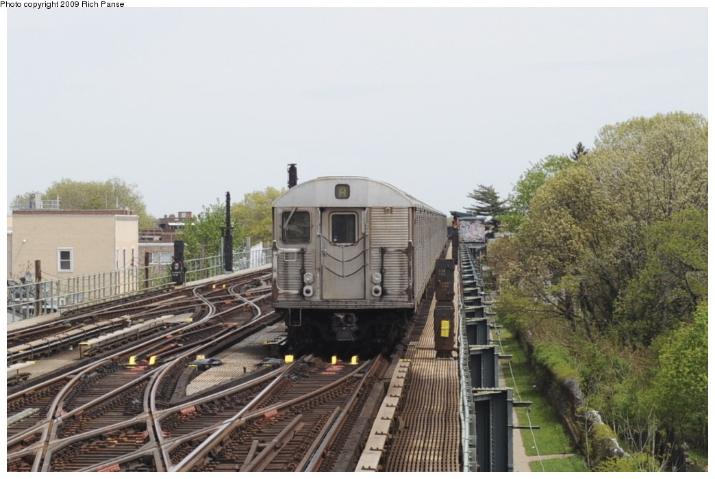 (179k, 1044x700)<br><b>Country:</b> United States<br><b>City:</b> New York<br><b>System:</b> New York City Transit<br><b>Line:</b> IND Fulton Street Line<br><b>Location:</b> Lefferts Boulevard <br><b>Route:</b> A<br><b>Car:</b> R-32 (Budd, 1964)   <br><b>Photo by:</b> Richard Panse<br><b>Date:</b> 4/29/2009<br><b>Viewed (this week/total):</b> 0 / 1775