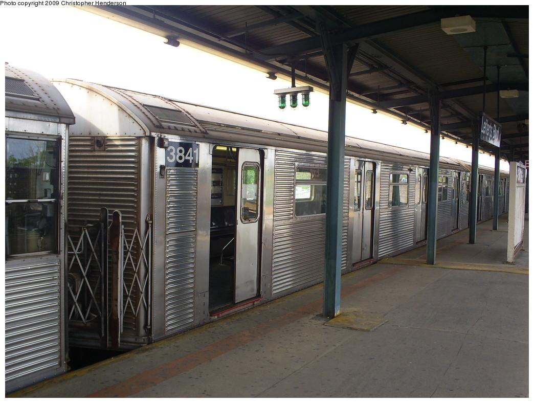 (262k, 1044x788)<br><b>Country:</b> United States<br><b>City:</b> New York<br><b>System:</b> New York City Transit<br><b>Line:</b> IND Fulton Street Line<br><b>Location:</b> Lefferts Boulevard <br><b>Route:</b> A<br><b>Car:</b> R-32 (Budd, 1964)  3841 <br><b>Photo by:</b> Christopher Henderson<br><b>Date:</b> 5/6/2009<br><b>Viewed (this week/total):</b> 0 / 896