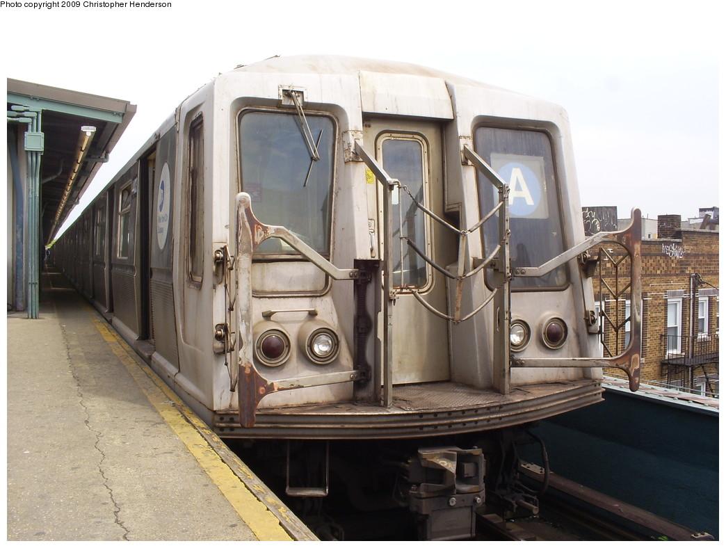 (246k, 1044x788)<br><b>Country:</b> United States<br><b>City:</b> New York<br><b>System:</b> New York City Transit<br><b>Line:</b> IND Fulton Street Line<br><b>Location:</b> Lefferts Boulevard <br><b>Route:</b> A<br><b>Car:</b> R-40 (St. Louis, 1968)  4403 <br><b>Photo by:</b> Christopher Henderson<br><b>Date:</b> 5/8/2009<br><b>Viewed (this week/total):</b> 0 / 842