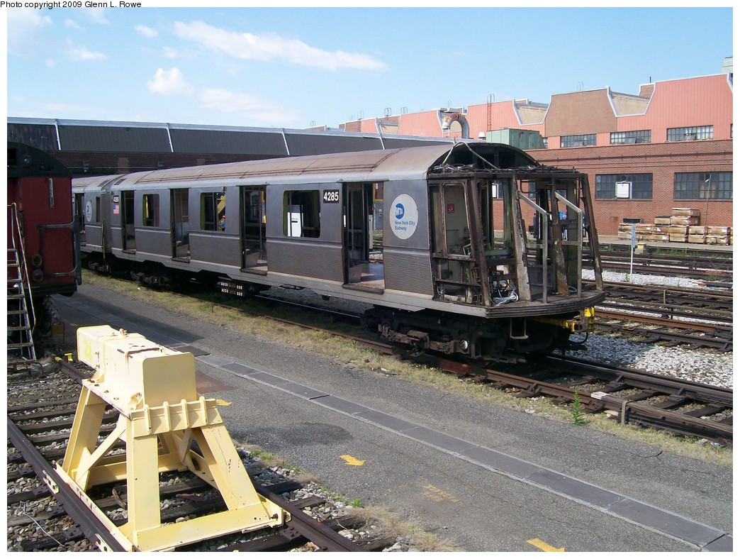 (268k, 1044x788)<br><b>Country:</b> United States<br><b>City:</b> New York<br><b>System:</b> New York City Transit<br><b>Location:</b> 207th Street Yard<br><b>Car:</b> R-40 (St. Louis, 1968)  4285 <br><b>Photo by:</b> Glenn L. Rowe<br><b>Date:</b> 5/12/2009<br><b>Notes:</b> Scrap<br><b>Viewed (this week/total):</b> 0 / 1116