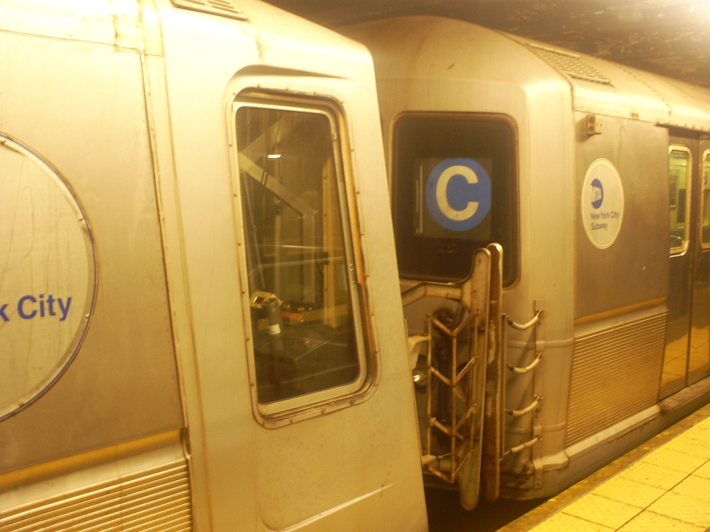 (194k, 1024x768)<br><b>Country:</b> United States<br><b>City:</b> New York<br><b>System:</b> New York City Transit<br><b>Route:</b> C<br><b>Car:</b> R-40M (St. Louis, 1969)   <br><b>Photo by:</b> Christopher Henderson<br><b>Date:</b> 12/20/2008<br><b>Notes:</b> Unusual consist of R40 slant+R40 Mod.<br><b>Viewed (this week/total):</b> 4 / 1783