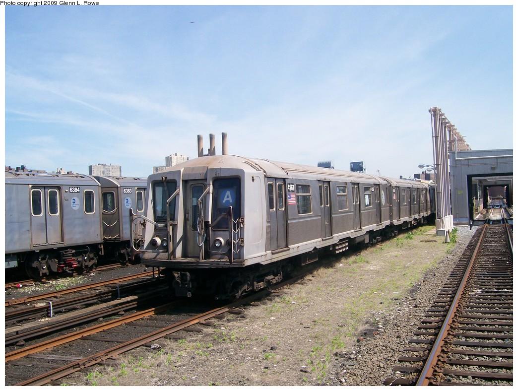(248k, 1044x788)<br><b>Country:</b> United States<br><b>City:</b> New York<br><b>System:</b> New York City Transit<br><b>Location:</b> 207th Street Yard<br><b>Car:</b> R-40 (St. Louis, 1968)  4267 <br><b>Photo by:</b> Glenn L. Rowe<br><b>Date:</b> 5/20/2009<br><b>Viewed (this week/total):</b> 0 / 1051