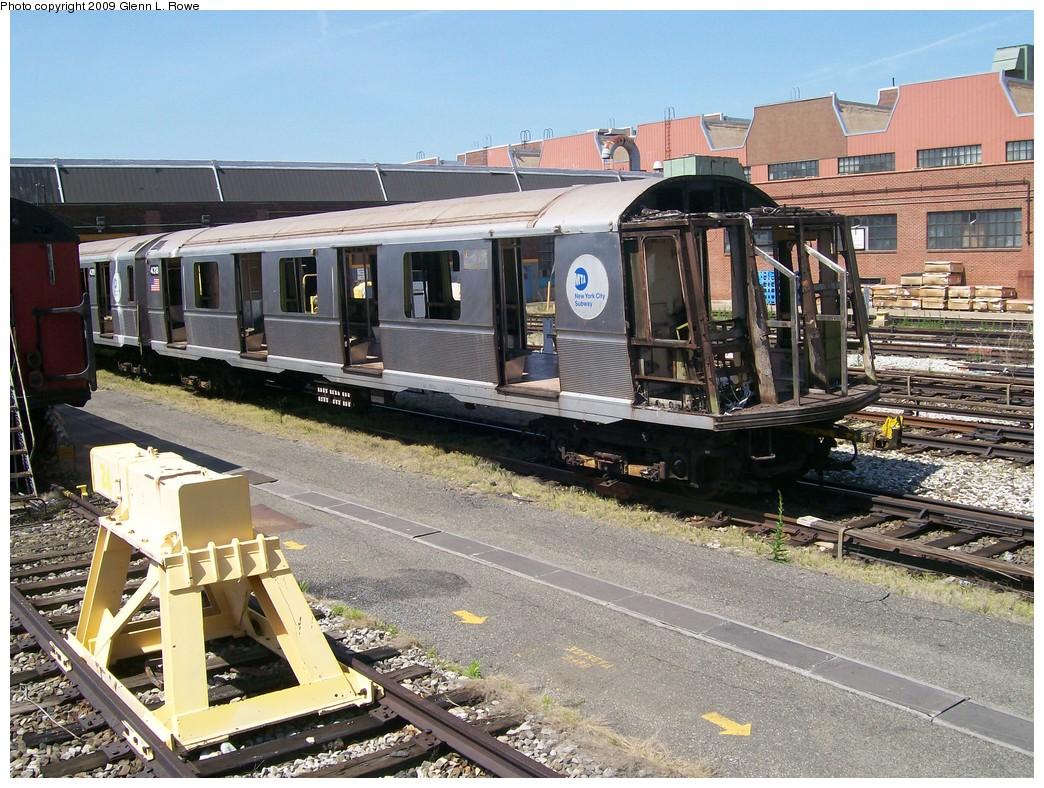 (285k, 1044x788)<br><b>Country:</b> United States<br><b>City:</b> New York<br><b>System:</b> New York City Transit<br><b>Location:</b> 207th Street Yard<br><b>Car:</b> R-40 (St. Louis, 1968)  4318 <br><b>Photo by:</b> Glenn L. Rowe<br><b>Date:</b> 5/20/2009<br><b>Notes:</b> Scrap<br><b>Viewed (this week/total):</b> 4 / 1203