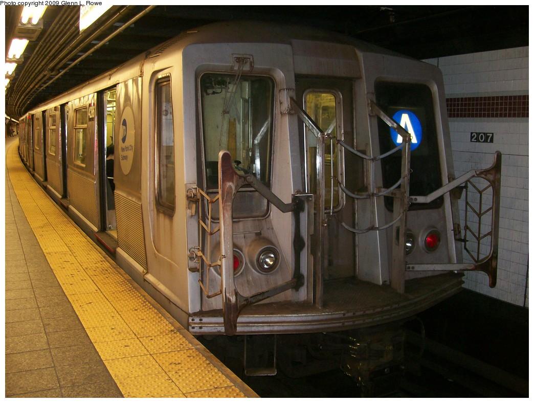 (215k, 1044x788)<br><b>Country:</b> United States<br><b>City:</b> New York<br><b>System:</b> New York City Transit<br><b>Line:</b> IND 8th Avenue Line<br><b>Location:</b> 207th Street <br><b>Route:</b> A<br><b>Car:</b> R-40 (St. Louis, 1968)  4286 <br><b>Photo by:</b> Glenn L. Rowe<br><b>Date:</b> 5/21/2009<br><b>Viewed (this week/total):</b> 0 / 880