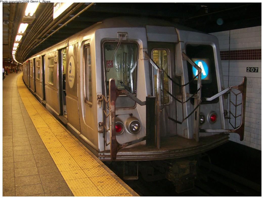 (218k, 1044x788)<br><b>Country:</b> United States<br><b>City:</b> New York<br><b>System:</b> New York City Transit<br><b>Line:</b> IND 8th Avenue Line<br><b>Location:</b> 207th Street <br><b>Route:</b> A<br><b>Car:</b> R-40 (St. Louis, 1968)  4390 <br><b>Photo by:</b> Glenn L. Rowe<br><b>Date:</b> 5/21/2009<br><b>Viewed (this week/total):</b> 0 / 851