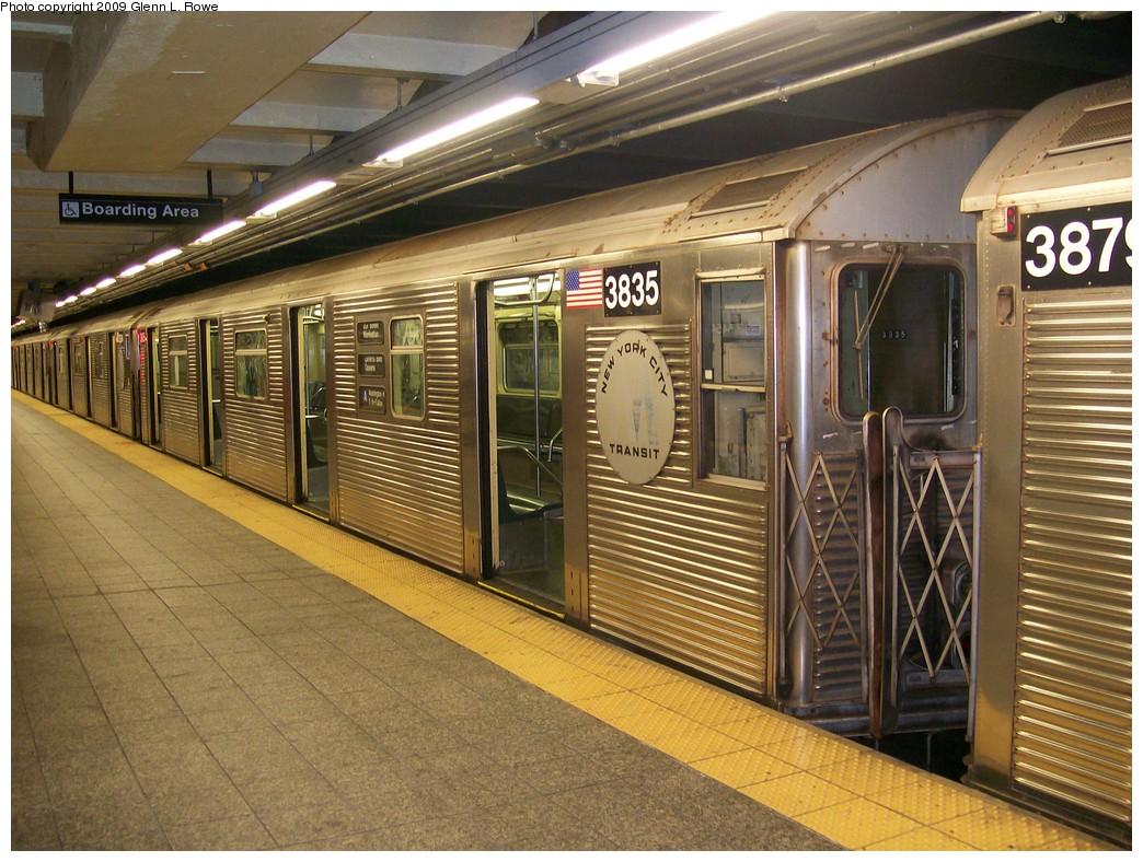 (253k, 1044x788)<br><b>Country:</b> United States<br><b>City:</b> New York<br><b>System:</b> New York City Transit<br><b>Line:</b> IND 8th Avenue Line<br><b>Location:</b> 207th Street <br><b>Route:</b> A<br><b>Car:</b> R-32 (Budd, 1964)  3835 <br><b>Photo by:</b> Glenn L. Rowe<br><b>Date:</b> 5/21/2009<br><b>Viewed (this week/total):</b> 0 / 1148