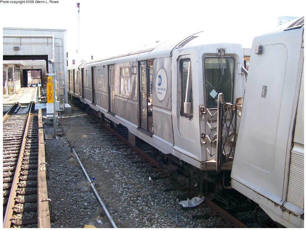 (245k, 1044x788)<br><b>Country:</b> United States<br><b>City:</b> New York<br><b>System:</b> New York City Transit<br><b>Location:</b> 207th Street Yard<br><b>Car:</b> R-40 (St. Louis, 1968)  4265 <br><b>Photo by:</b> Glenn L. Rowe<br><b>Date:</b> 5/22/2009<br><b>Viewed (this week/total):</b> 1 / 1004