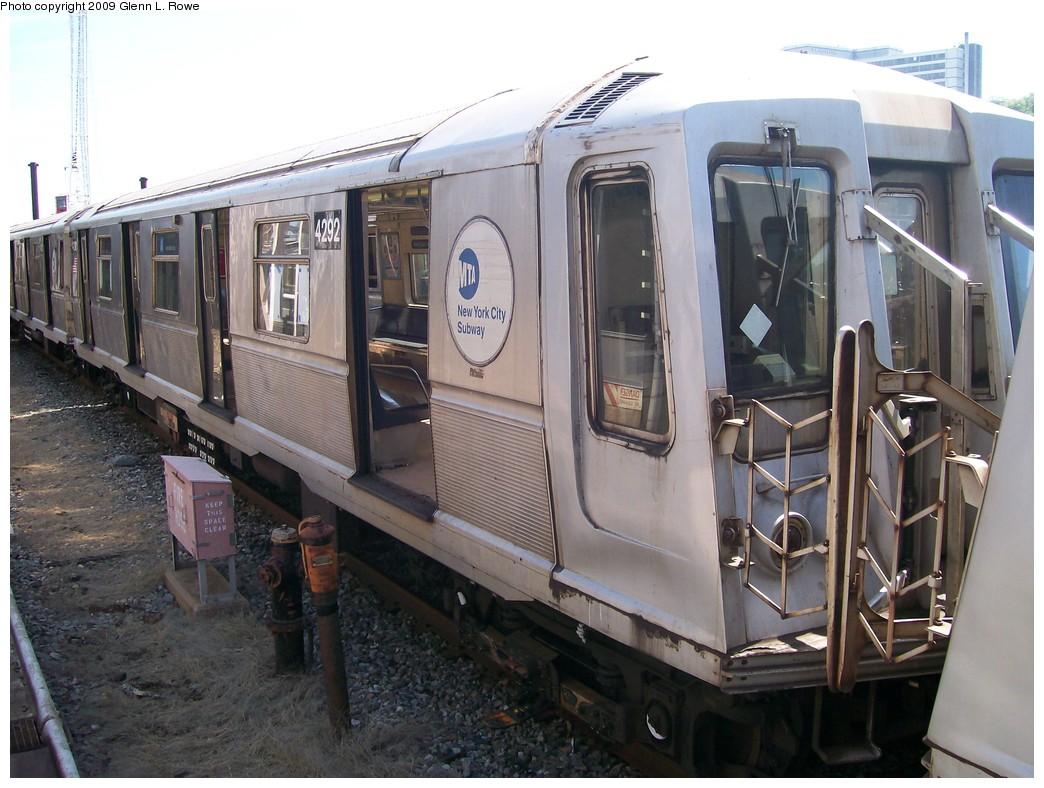 (208k, 1044x788)<br><b>Country:</b> United States<br><b>City:</b> New York<br><b>System:</b> New York City Transit<br><b>Location:</b> 207th Street Yard<br><b>Car:</b> R-40 (St. Louis, 1968)  4292 <br><b>Photo by:</b> Glenn L. Rowe<br><b>Date:</b> 5/22/2009<br><b>Viewed (this week/total):</b> 0 / 839