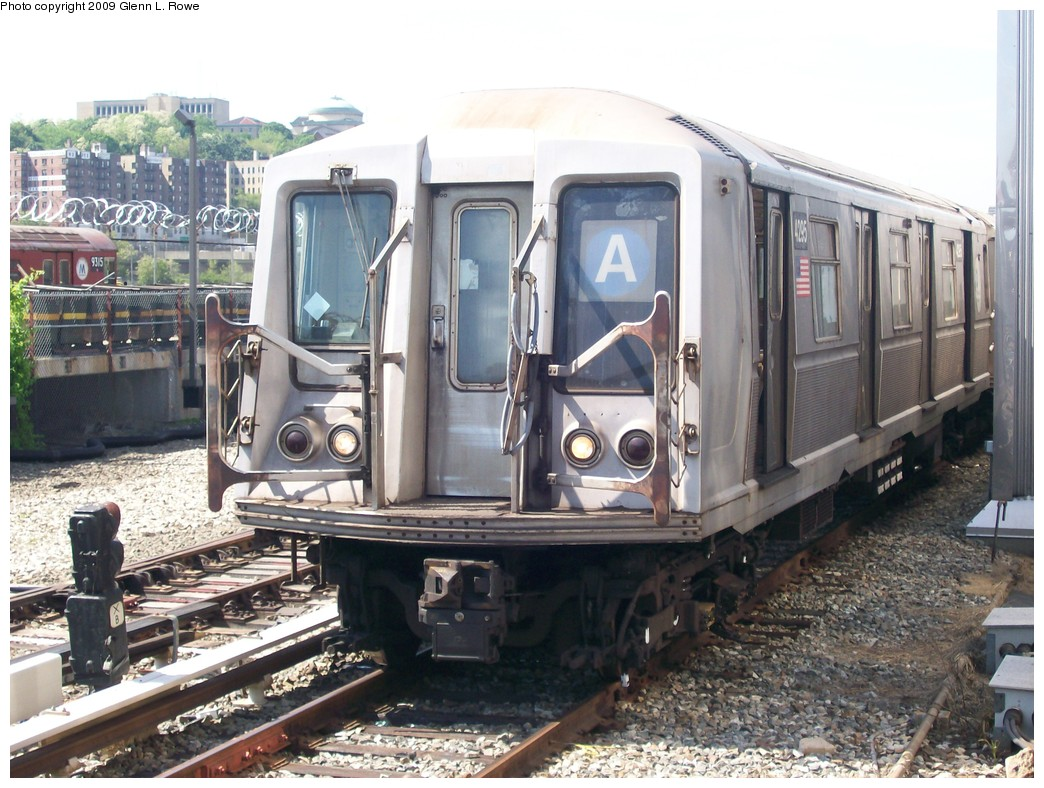 (234k, 1044x788)<br><b>Country:</b> United States<br><b>City:</b> New York<br><b>System:</b> New York City Transit<br><b>Location:</b> 207th Street Yard<br><b>Car:</b> R-40 (St. Louis, 1968)  4295 <br><b>Photo by:</b> Glenn L. Rowe<br><b>Date:</b> 5/22/2009<br><b>Viewed (this week/total):</b> 0 / 887