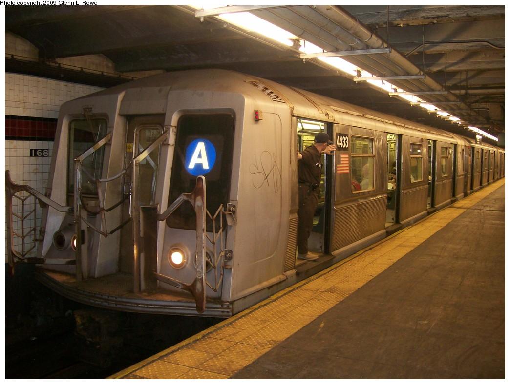 (201k, 1044x788)<br><b>Country:</b> United States<br><b>City:</b> New York<br><b>System:</b> New York City Transit<br><b>Line:</b> IND 8th Avenue Line<br><b>Location:</b> 168th Street <br><b>Route:</b> A<br><b>Car:</b> R-40 (St. Louis, 1968)  4433 <br><b>Photo by:</b> Glenn L. Rowe<br><b>Date:</b> 5/22/2009<br><b>Viewed (this week/total):</b> 0 / 1354