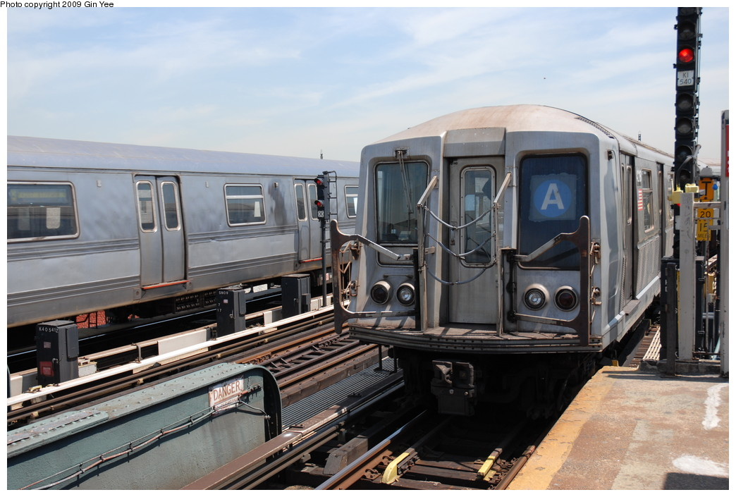 (229k, 1044x705)<br><b>Country:</b> United States<br><b>City:</b> New York<br><b>System:</b> New York City Transit<br><b>Line:</b> IND Fulton Street Line<br><b>Location:</b> Rockaway Boulevard <br><b>Route:</b> A<br><b>Car:</b> R-40 (St. Louis, 1968)  4218 <br><b>Photo by:</b> Gin Yee<br><b>Date:</b> 5/20/2009<br><b>Viewed (this week/total):</b> 0 / 1021