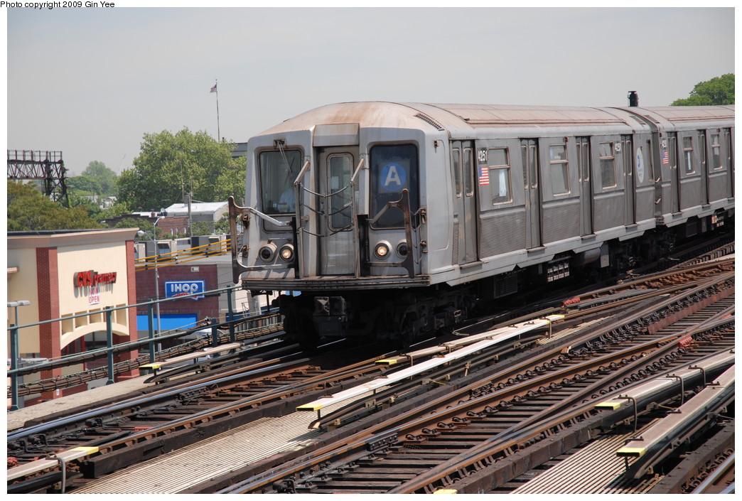 (269k, 1044x705)<br><b>Country:</b> United States<br><b>City:</b> New York<br><b>System:</b> New York City Transit<br><b>Line:</b> IND Fulton Street Line<br><b>Location:</b> Rockaway Boulevard <br><b>Route:</b> A<br><b>Car:</b> R-40 (St. Louis, 1968)  4251 <br><b>Photo by:</b> Gin Yee<br><b>Date:</b> 5/20/2009<br><b>Viewed (this week/total):</b> 0 / 1024