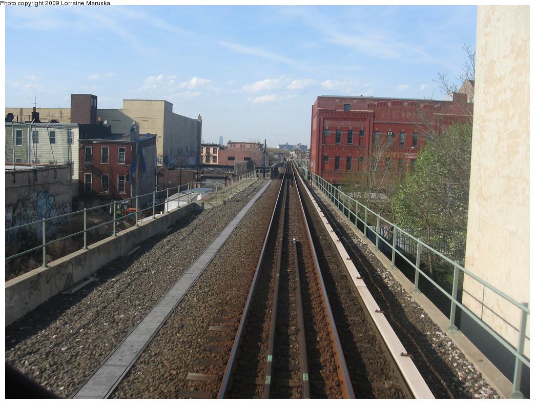 (310k, 1044x788)<br><b>Country:</b> United States<br><b>City:</b> New York<br><b>System:</b> New York City Transit<br><b>Line:</b> BMT Franklin<br><b>Location:</b> Bergen Street Bridge <br><b>Photo by:</b> Lorraine Maruska<br><b>Date:</b> 4/26/2009<br><b>Notes:</b> Approaching Bergen St. n/b.<br><b>Viewed (this week/total):</b> 0 / 2313