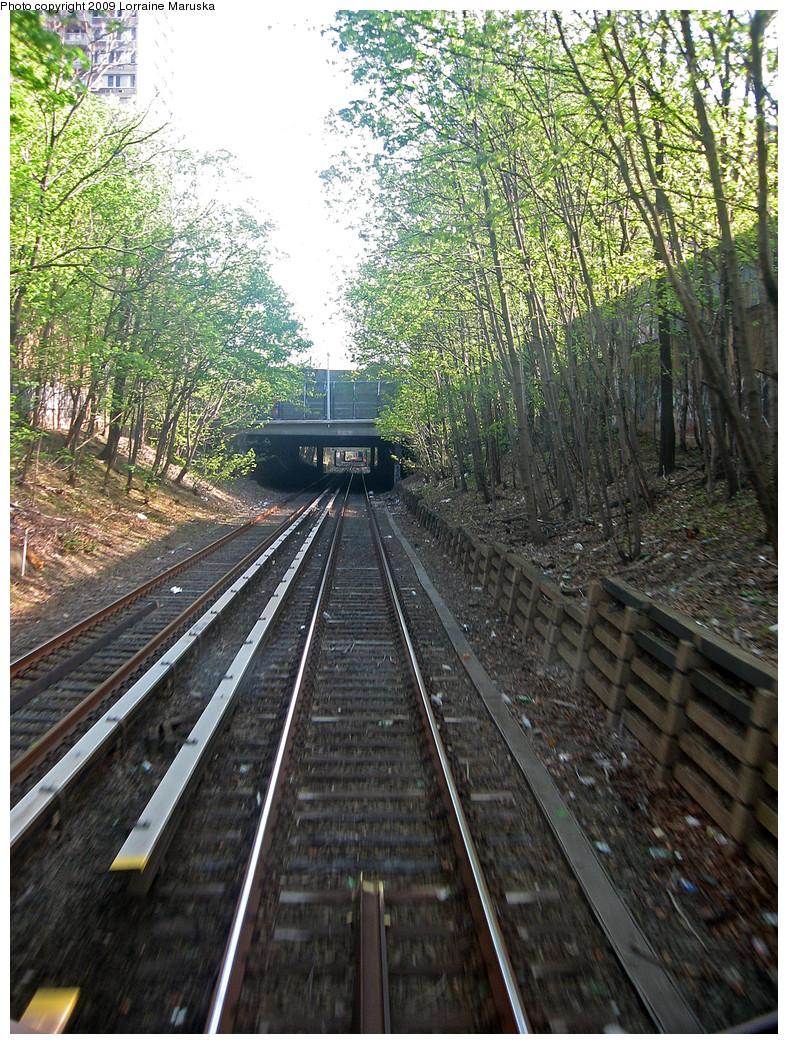 (455k, 788x1044)<br><b>Country:</b> United States<br><b>City:</b> New York<br><b>System:</b> New York City Transit<br><b>Line:</b> BMT Franklin<br><b>Location:</b> Carroll St. Overpass <br><b>Photo by:</b> Lorraine Maruska<br><b>Date:</b> 4/26/2009<br><b>Notes:</b> Carroll Street overpass s/b.<br><b>Viewed (this week/total):</b> 0 / 817
